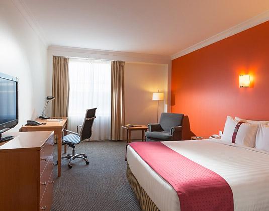 Holiday_Inn_Darling_Harbour_-_Room.jpg