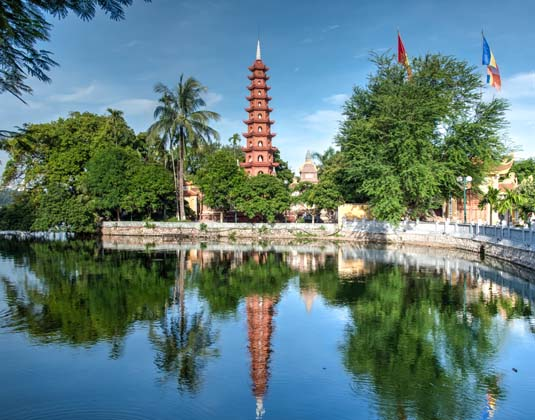 Hanoi_Tran_Quoc_pagoda.jpg