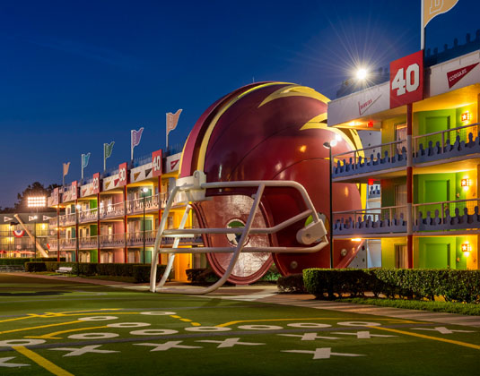 Disneys_All_Star_Sports_-_Exterior_at_night.jpg