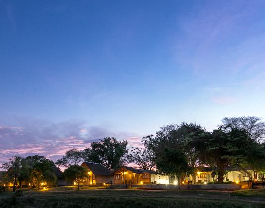 Ukumbe_Safari_Lodge_-_Exterior_at_night.jpg