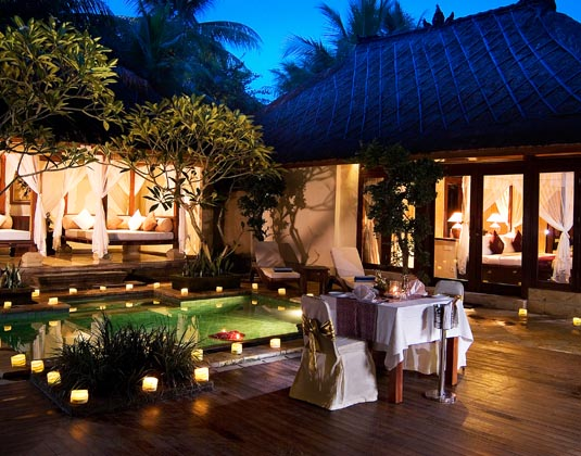 Ubud_Village_Resort_-_Candle_Light_Dinner.jpg