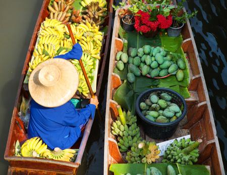 Damnoen_Saduak_floating_market.jpg