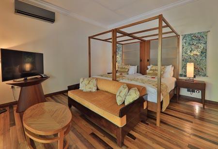 Maradiva_Presidential-Suite-Pool-Villa-Main-bedroom.jpg