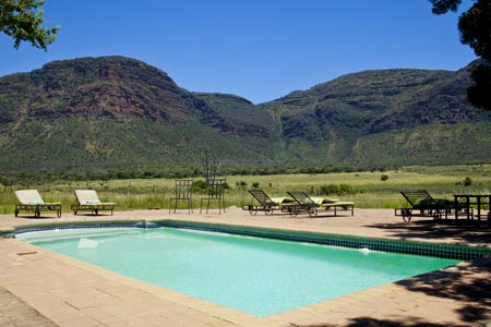 Entebeni_Hanglip-Mountain-Lodge_pool.jpg