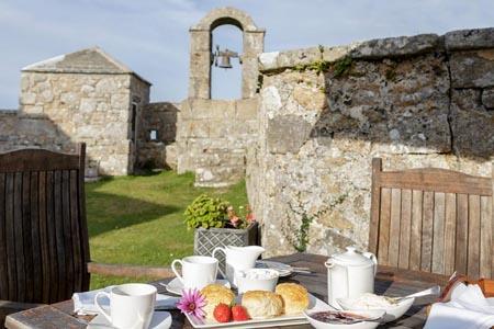 Star-Castle_afternoon-tea-on-ramparts.jpg