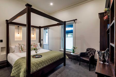 Mount-Lofty-House_Adelaide_Classic-Room-MLH-Room-Overview.jpg
