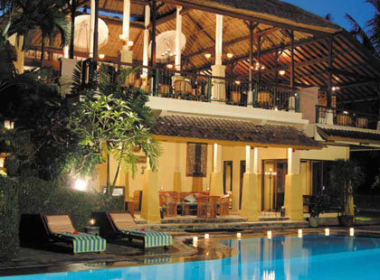 13045_3_0306_Champlung_Sari_Hotel_Exterior.jpg