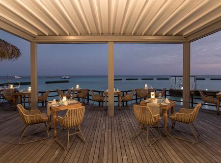 Constance-moofushi-maldives-2021-bs-manta-restaurant-06_hd.jpg