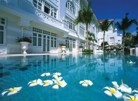 20221_1_Eastern_Oriental_Hotel_pool.jpg