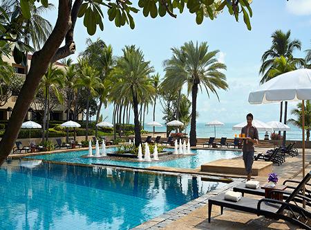 Dusit_Thani_Hua_Hin_-_Swimming_Pool.jpg