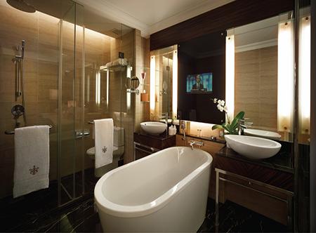 The_Majestic_Hotel_Kuala_Lumpur_-_Deluxe_Room_En_Suite,_Tower_Wing.jpg