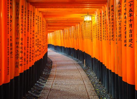 Torii_gates_in_Fushimi_Inari_Shrine,_Kyoto,_Japan_shutterstock_267807170.jpg