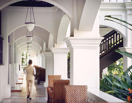 Raffles Singapore - Butler Walking