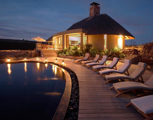 Gondwana_-_pool_at_night.jpg