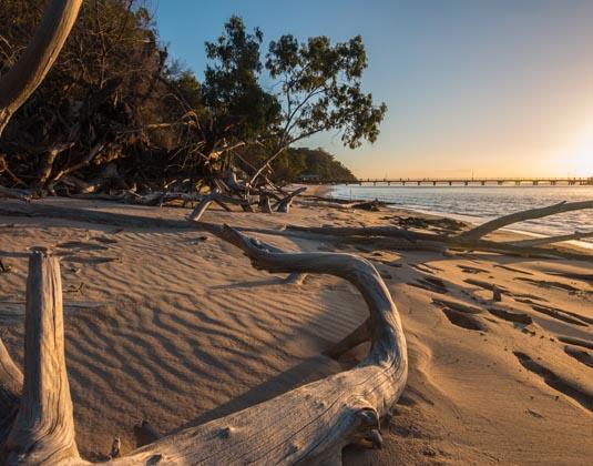 Kingfisher_Bay,_Fraser_Island.jpg