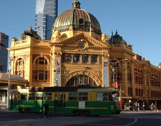 Melbourne_Flinders_Street_Station.jpg