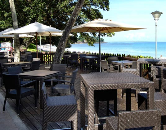 Berjaya_Beau_Vallon_Bay_Resort_and_Casino_-_Restaurant_Terrace.jpg