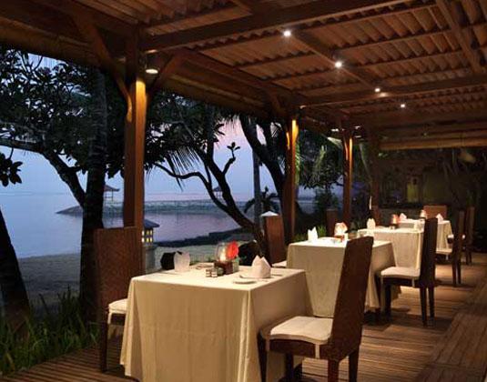 Griya_Santrian_-_Wantilan_Restaurant.jpg