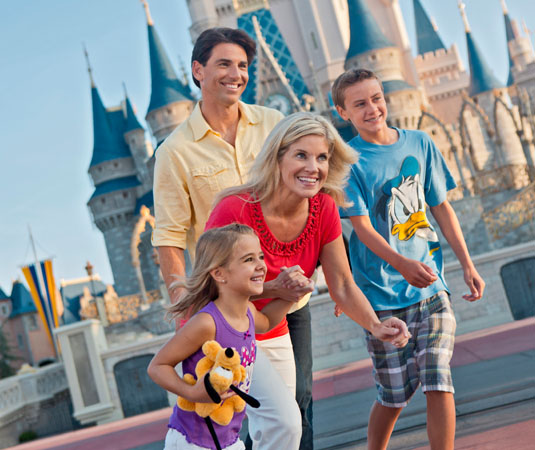 Family_at_Magic_Kingdom_Park,_Orlando.jpg