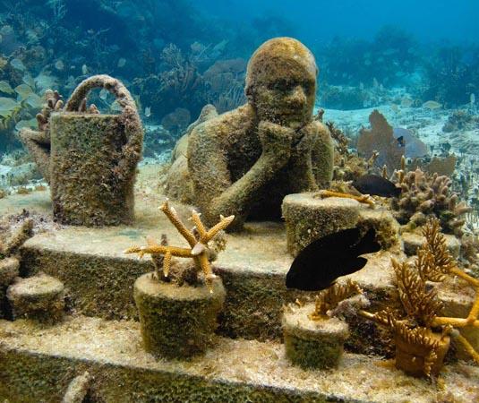 Underwater_Museum,_Cancun.jpg