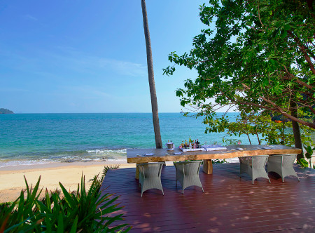 Amatara_Wellness_Resort_-_Beach_Table.jpg