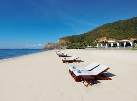 Mia_Resort_Nha_Trang_-_Beach.jpg