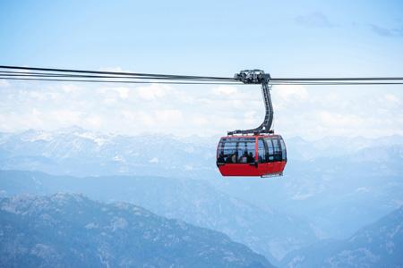 Peak_to_Peak_gondola_in_Whistler_mountains_shutterstock_1124241392.jpg