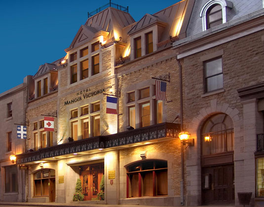 Hotel Manoir Victoria - Exterior at night