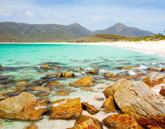 Freycinet_SIDE_Wineglass_Bay,_Freycinet_National_Park,_Tasmania.jpg