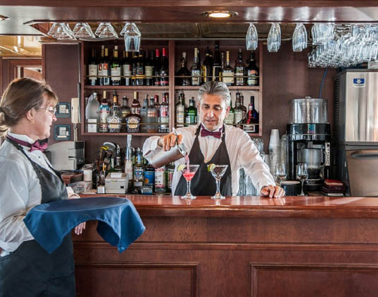 Sapphire Cruise, Bar