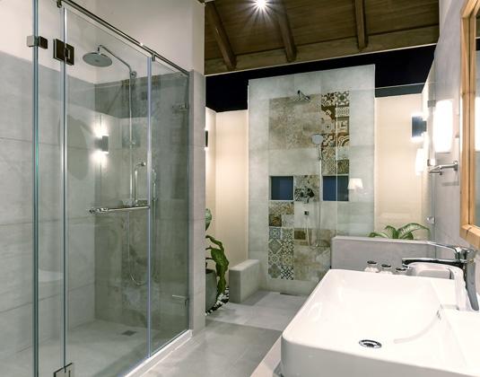 Reethi Faru - Water Villa Bathroom