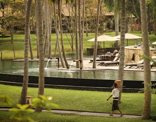 Ubud_Village_Resort-_Pool_View.jpg