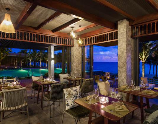 Dusit_Princess_Moonrise_Beach_Resort_-_Restaurant.jpg