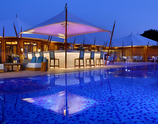 The_Ritz-Carlton_Ras_Al_Khaimah,_Al_Hamra_Beach_-_Bar_and_Pool.jpg