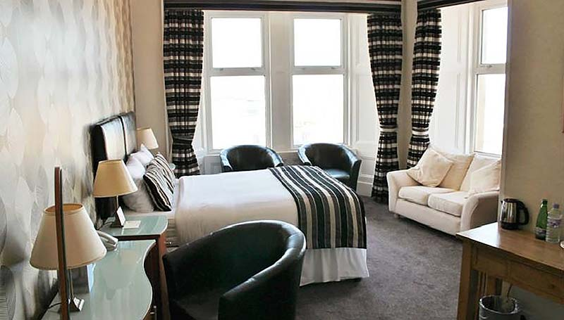 Kirkwall_Hotel_deluxe_double_with_sea_view_Bedroom.jpg