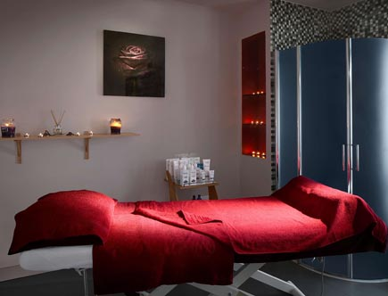 Radisson-Blu-Waterfront_spa-massage-room.jpg