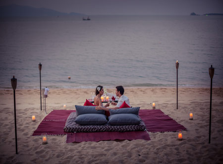 Peace-Resort-Samui_Dining-on-Beach-1.jpg