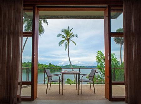 Tri-Sri-Lanka_Lake-Suite-2.jpg
