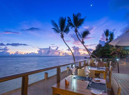 coco-de-mer_restaurant-evening-terrace51.jpg