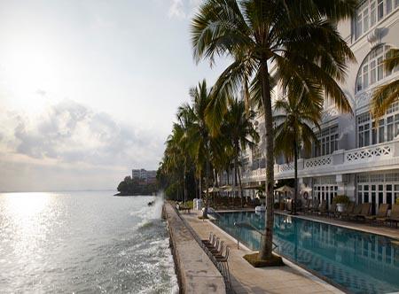 Eastern_and_Oriental_Hotel_-_Seaside.jpg