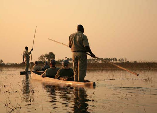 Traditional_Mokoro,_Okavango_Delta,_Botswana_shutterstock_96971864.jpg