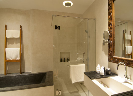 La Rose Suites - Double room bathroom