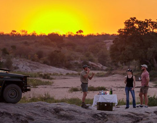 Sundowners_on_Safari_at_Jock_Safari_Lodge_5DsR196100-Pano_sc.jpg