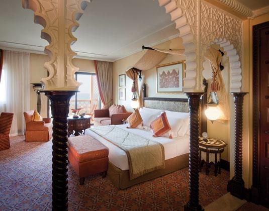 Madinat_Jumeirah_Al_Qasr_-_Ocean_Deluxe_Room.jpg