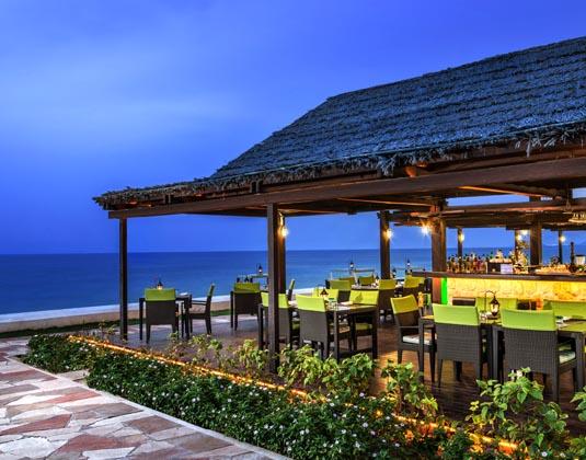 Le_Meridien_Al_Aqah_-_Beach_bar.jpg
