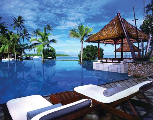 Oberoi_Lombok_-_Pool_View.jpg