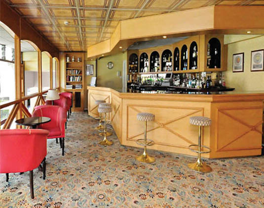 Apollo_Hotel_-_Bar.jpg
