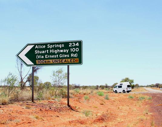 Alice_Springs_car_road.jpg