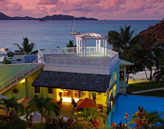 Hotel_LArchipel_-_Bar_Pool_View_Evening.jpg