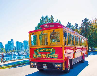 Hop on Hop Off 24 hour classic pass & Vancouver Lookout Admission excursion